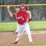 Sauras win pitchers' duel with Cards