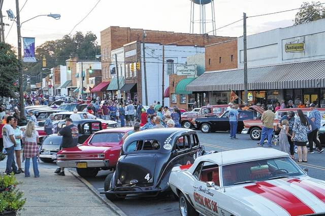 Clic Cars And Plenty Of People Line The Streets Pilot Mountain During 2016 Hot Nights Cruise In