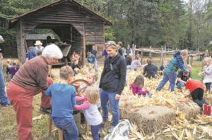 Crowds flock to Horne Creek Cornshucking